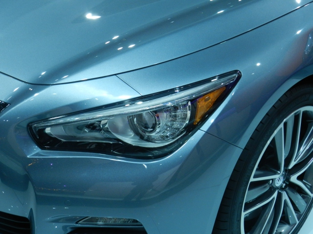 2014 Infiniti Q50 headlamp    source: AACS