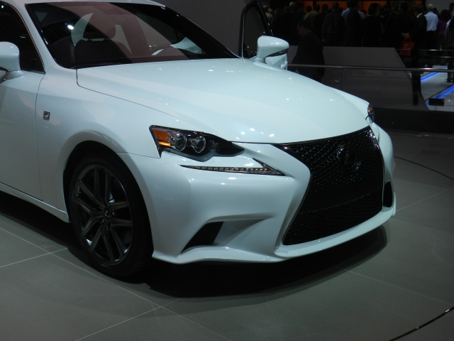 WORST HEADLAMPS: 2014 Lexus IS-F    source: AACS