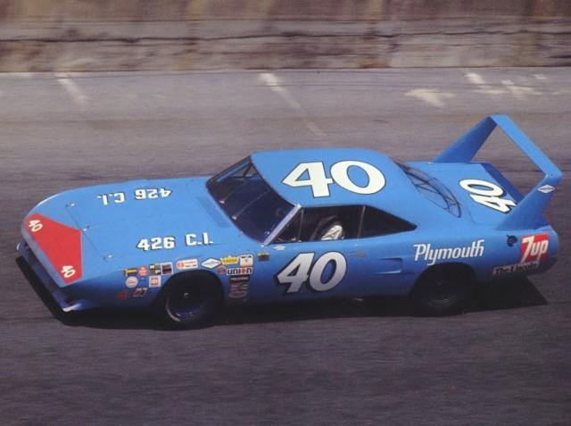 1970-Plymouth-Road-Runner-Superbird-NASCAR-Race-Car-1-at-Speed-Pete-Hamilton-Driving-Petty-Enterprise-Blue-sv